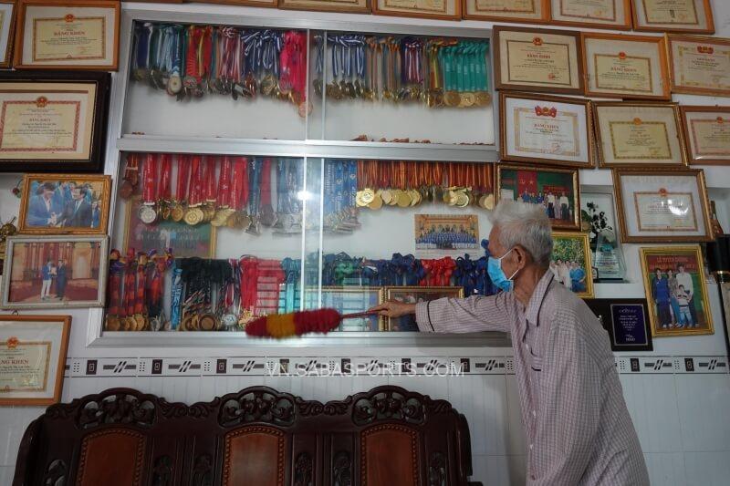 Bộ sưu tập bằng khen, huy chương tại nhà Ánh Viên (Ảnh: Thanh Niên)
