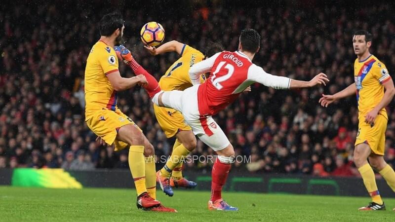 Một trong những bàn thắng để đời của Giroud ở Arsenal