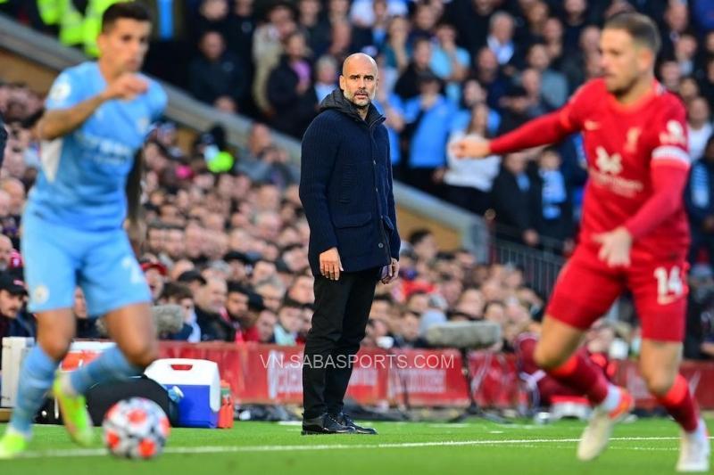 Pep Guardiola khiếu nại việc trợ lý của mình bị CĐV Liverpool nhổ nước bọt
