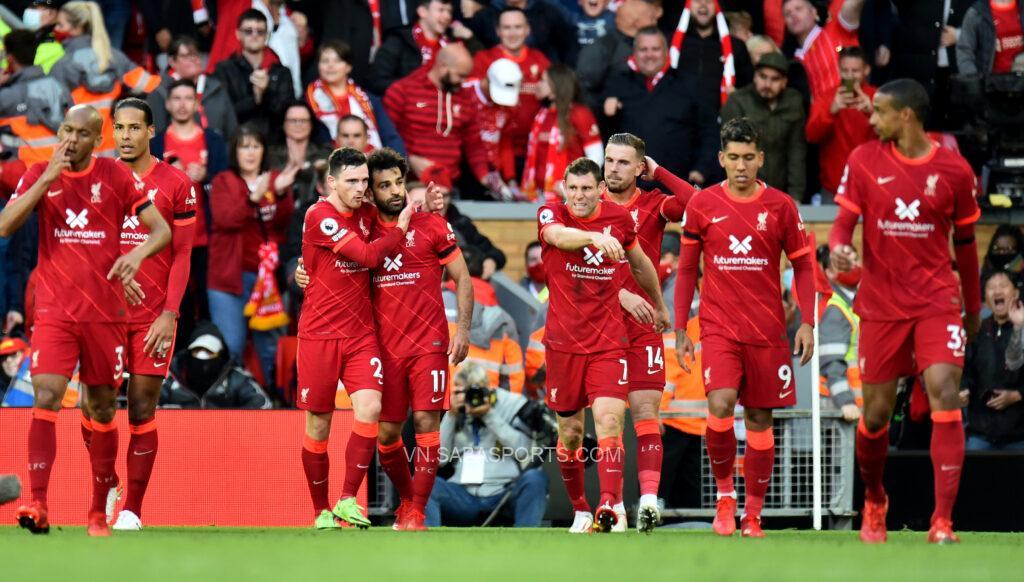 Các cầu thủ Liverpool ăn mừng bàn thắng