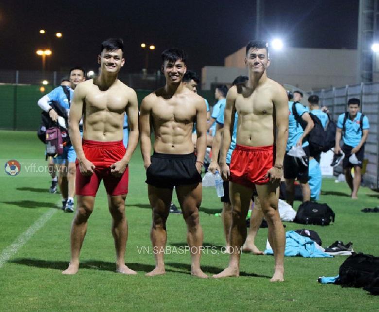Các cầu thủ Việt Nam khoe thể hình lực lưỡng (Ảnh: VFF)