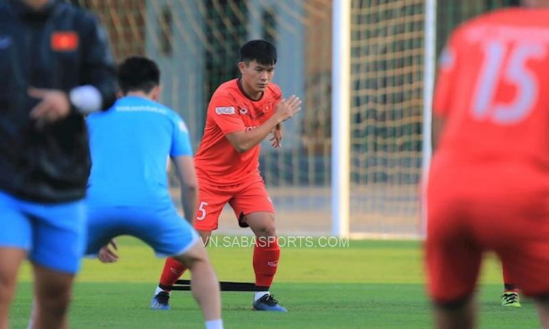 Văn Xuân (5) cũng là một cầu thủ có bắp đùi khủng