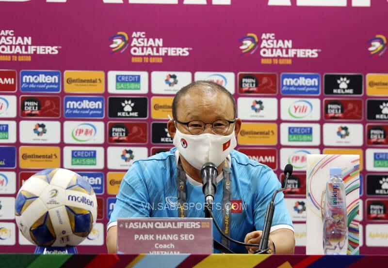 HLV Park Hang-seo nhận trách nhiệm về những quyết định của bản thân trong trận gặp ĐT Trung Quốc (Ảnh: VFF)