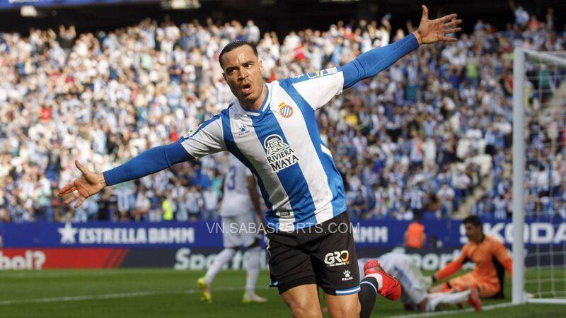 De Tomas ăn mừng sau khi ghi bàn vào lưới đội bóng cũ
