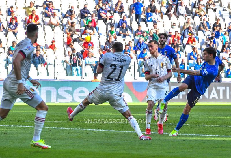 Barella khởi nguôn cho bữa tiệc bàn thắng ở hiệp 2