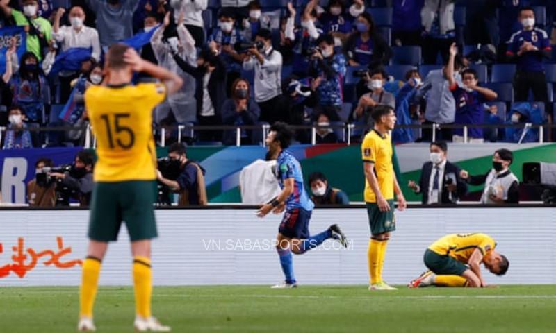 Nhật chỉ có thể hạ Úc bằng một bàn phản lưới nhà