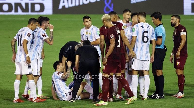 Messi bị chấn thương từ đầu tháng trước