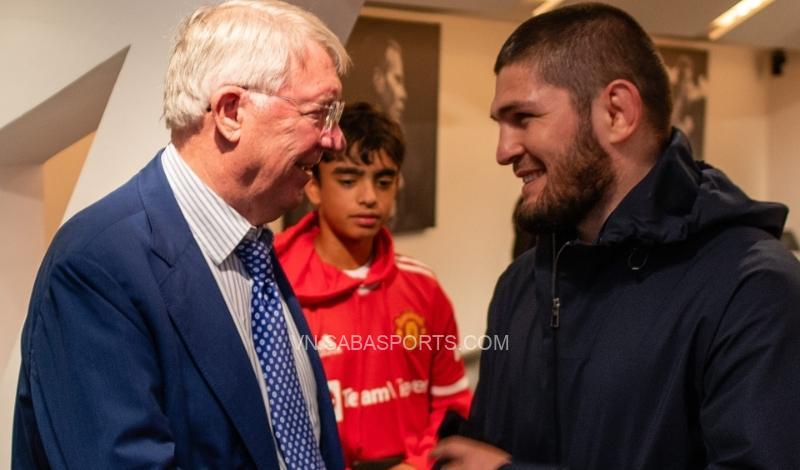 Sir Alex đã bày tỏ quan điểm với Khabib về cách Ole dùng Ronaldo