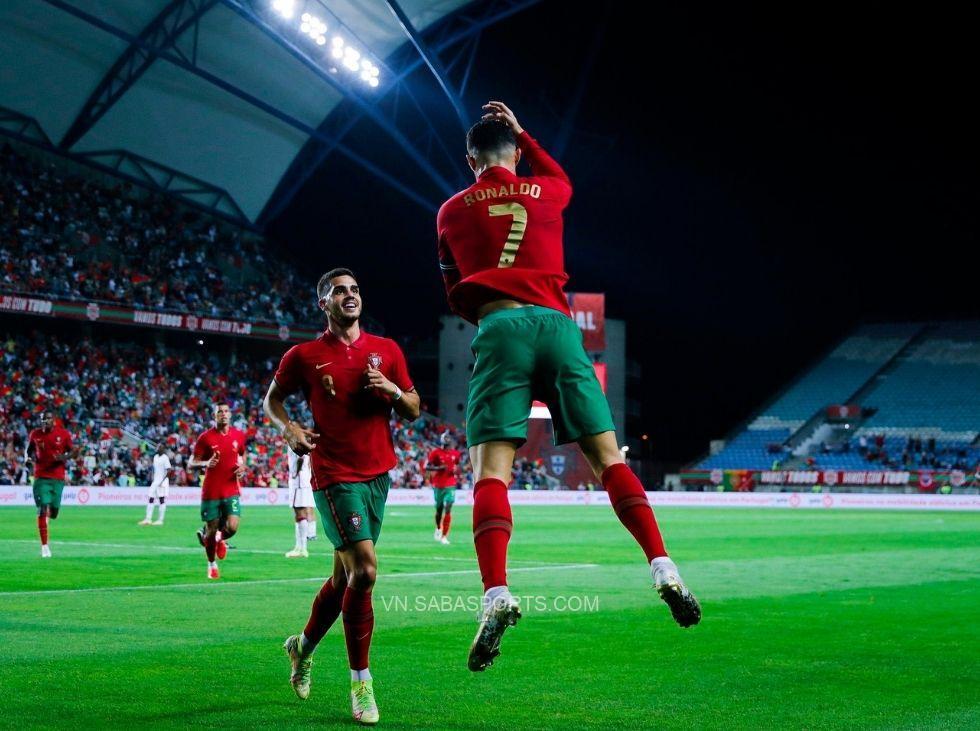 Ronaldo tiếp tục lập công trong màu áo đội tuyển