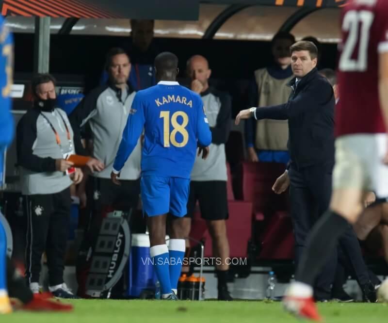 Kamara bị đuổi ở phút 74