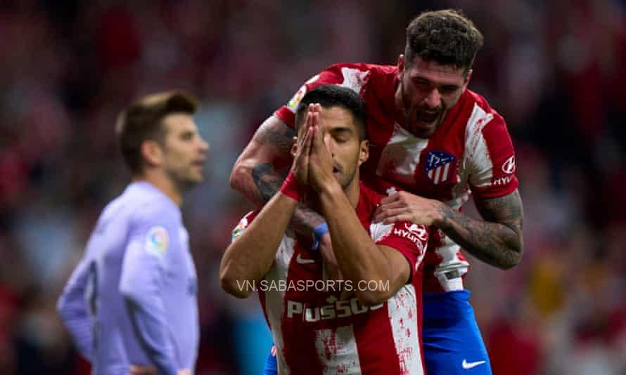 Suarez tạ lỗi với CĐV của Barca