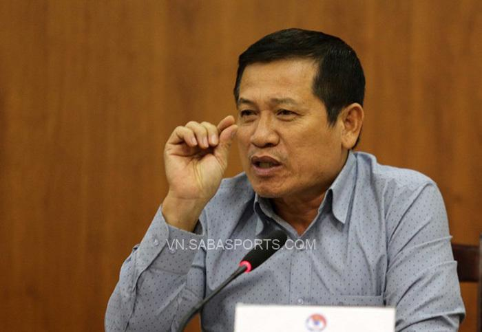 Ông Dương Văn Hiền cho rằng Eric Garcia đã chủ động chơi bóng nên Mbappe không việt vị