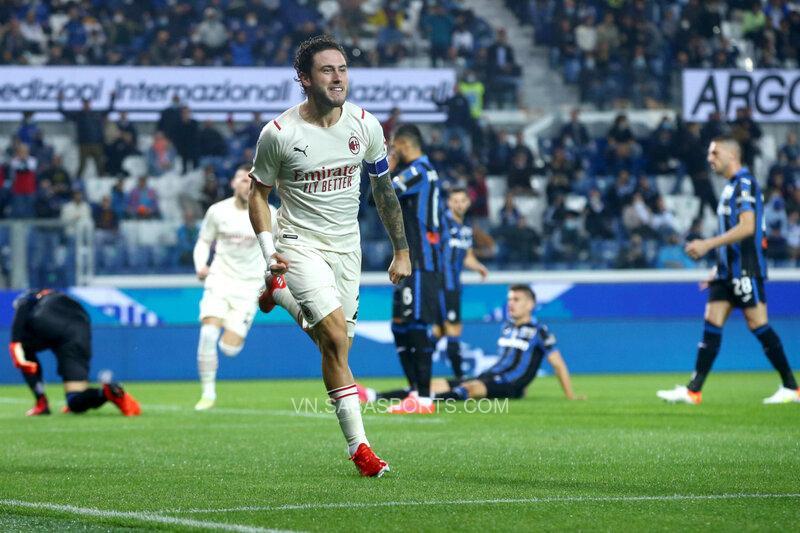 Thủ quân Rossoneri ghi bàn ngay ở phút đầu tiên