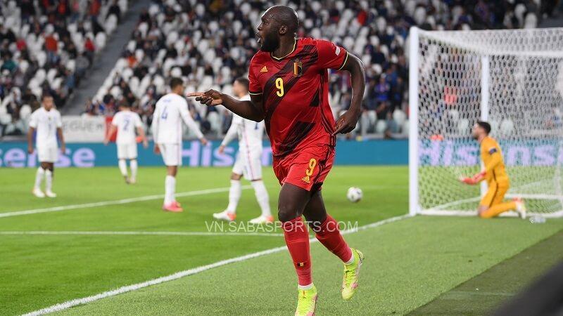 Lukaku ăn mừng sau khi chọc thủng lưới Les Bleus. (Ảnh: Goal)