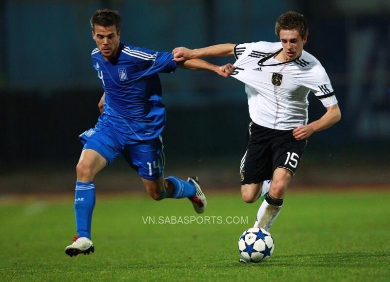 Tsoumanis từng thi đấu ở cấp đội trẻ quốc gia