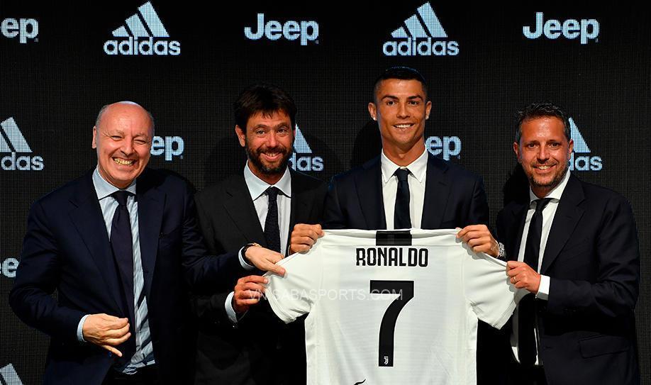 Marotta (bên trái ngoài cùng) từng giúp Juve kích nổ siêu bom tấn Ronaldo