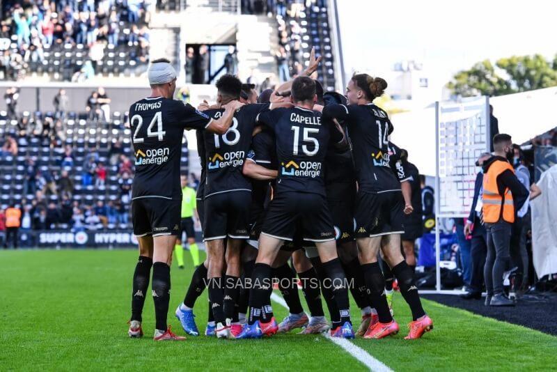Hàng thủ Angers vận hành khá tốt khi để lọt lưới nhiều hơn mỗi PSG
